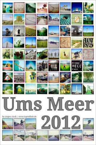 Großer Schriftzug UMS Meer im unteren Drittel des hochkantigen Bildes. Viele bunte quadratische Fotos sind im Raster angeordnet