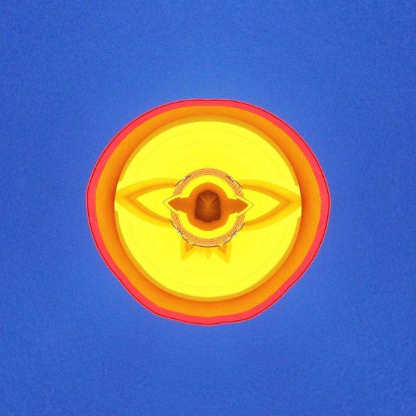 Ein strukturiertes, gelbes Etwas auf blauem Grund, das einem Auge ähnelt.
