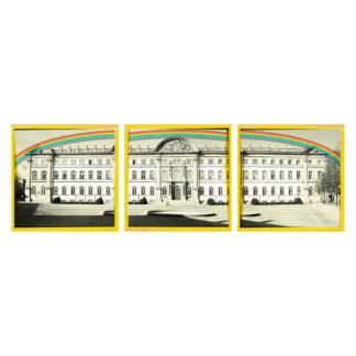 Ein dreiteiliges Bild, das die grafische Ansicht eines barocken Schlosses zeigt. Darüber ein Regenbogen. Jedes Bild ist gelb gerahmt.