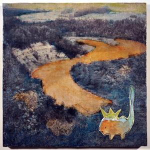 Blick von einem Abhang auf den sich in S-Form windenden Durchbruch des Flusses Iller. Das schwarz-weiß-Foto wurde nachkoloriert und mit einer phantasiefigur, einer Art Mini-Drachen dekoriert.
