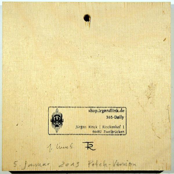 Birkenholz mit Atelierstempel, Datum und Künstlersignaturen, quadratisch.
