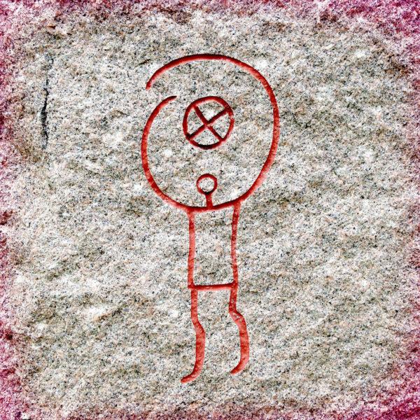 In einen Granitstein ist ein Symbpol keilförmig eingeritzt, das einer stilisierten Menschengestalt ähnelt, beziehungsweise einem Symbol einer elektrotechnischen Schaltung.