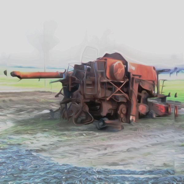 Ein verschwommenes Bild eines ausgebrannten, verrosteten Mähdreschers. Der Aquarellfilter lässt es wie ein Gemälde wirken.