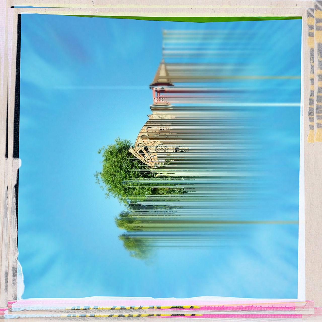 Im grünlichen blau einessphärischen Quadrats steht ein Kirchturm schemenhaft, in Streifen wie verweht von links nach rechts. Ein Tupfer Grün von den Bäumen neben der Kirche. Umrahmt wird das Bild von einem rosa-gelb-gestreiften unsauberen Rand.