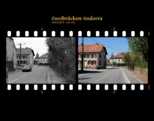 Zwei Bilder auf Fimstreifen mit schwarzem Hintergrund montiert. Links die schwarz-weiß-Version, rechts bunt zehn Jahre später aufgenommen. Titel Zweibrücken-Andorra 2000-2010 km 101. Dorfszene mit Kirche im Hintergrund. Blick entlang der Straßenflucht.