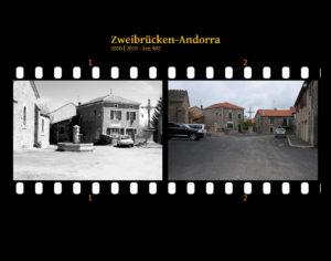 Dorfplatz eines Cevennendorfs mit Brunnen, Autos und Häusern in lockerer Bauweise. Dazu Hinweisschilder. Zwei Bilder auf Fimstreifen mit schwarzem Hintergrund montiert. Links die schwarz-weiß-Version, rechts bunt zehn Jahre später aufgenommen. Titel Zweibrücken-Andorra 2000-2010 km 902.