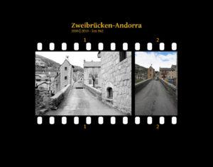 Eine kleine Stadt am Tarnfluss, erbaut aus Steinen der Region. Blick auf eine schmale Brücke und den verwinkelten Ortsteil jenseits davon. Zwei Bilder auf Fimstreifen mit schwarzem Hintergrund montiert. Links die schwarz-weiß-Version, rechts bunt zehn Jahre später aufgenommen. Titel Zweibrücken-Andorra 2000-2010 km 962.
