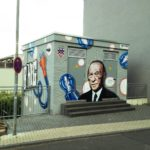 Technischer Verteilerkasten aus Beton, knapp mannshoch, mit Graffito-Portrait Konrad Adenauers