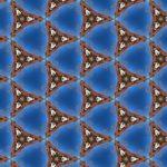 Rötlich bräunliche dreispitzsterne in einem Raster zu etwa drei mal vier Stück als Muster auf blauem strukturiertem Hintergrund.