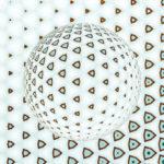 Aus gewölbten gleichseitigen Dreiecken mit hellem Kern wird eine Kugel gebildet. Lichteinfallssimulation von unten links.