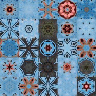 In Reihen und Spalten zu je fünf sind verschiedene kaleidoskopische Sterne auf hellblauem Hintergrund angelegt.