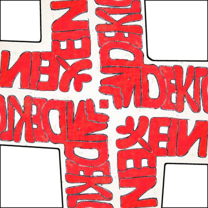 Im quadratischen Bild ein fettes Kreuz aus ineinander gespiegelten Schriftzeichen, von denen nur schwer zu erkennen ist, was es einst hieß. Es und Ds sind erkennbar. Weißer Hintergrund.